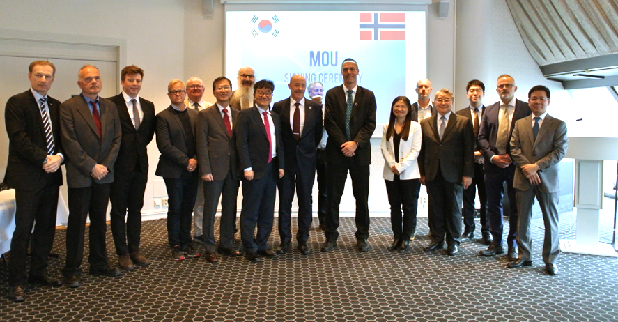 From the signing ceremony in Oslo 12. June. Delegates are from Korea Polar Research Institute, Korea Martime Institute. Fridtjof Nansen Institute, Nansen Centre, Norwegian Polar Institute, Akvaplan Niva, Bjerknes Centre, and Norwegian Ministry of Foreign Affairs, to mention a few. Photo: Jeong Jihoon, KOPRI